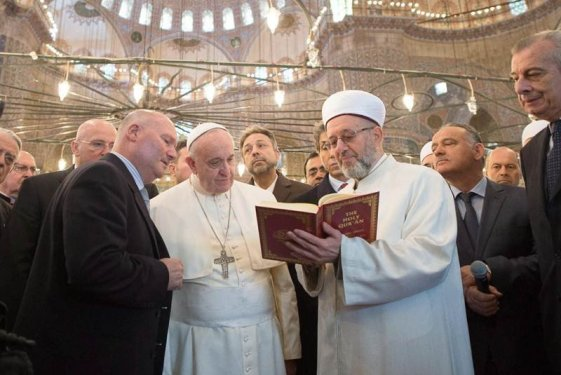 mufti-le-lee-a-francisco-el-coran-en-turquia