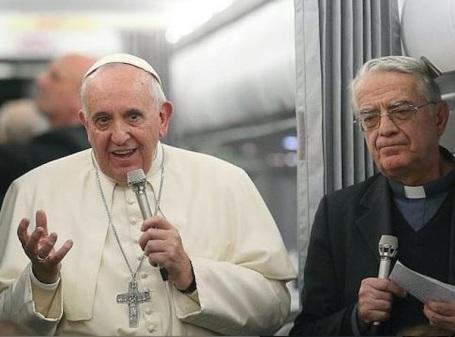 francisco-en-el-avion-papal_jpg_y_foto_papa_avion_-2